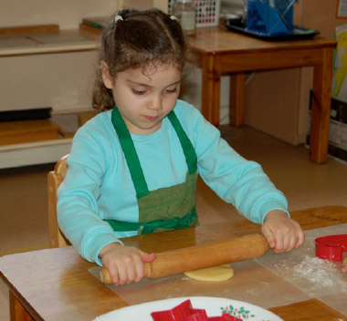 kids-learning-to-bake