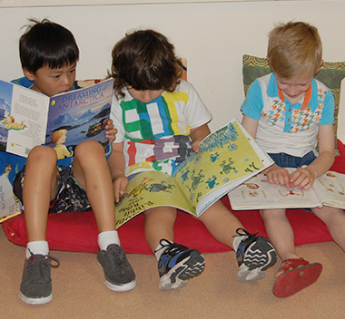 kids-reading-books